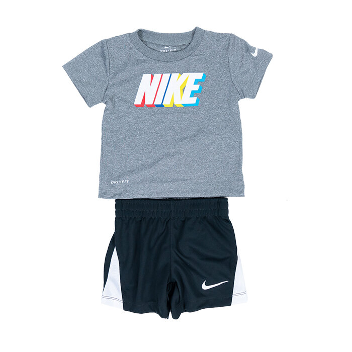 Nike - T-Shirt und Shorts